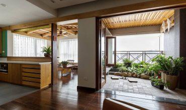 Căn hộ mang cả một hiên nhà đầy cây xanh với không gian sống thơ mộng